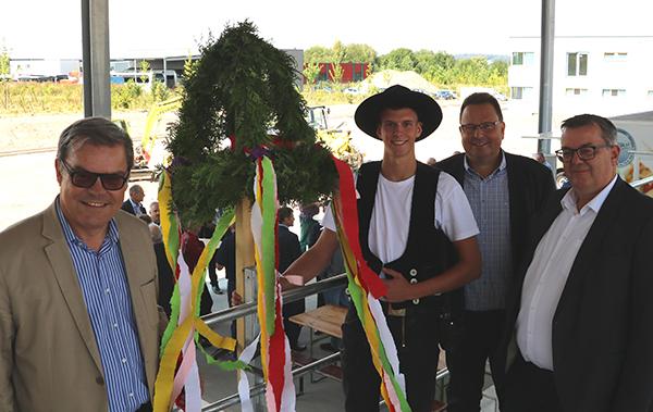 "Richtfest des neuen Recyclinghofs im ""Sky-Park"""